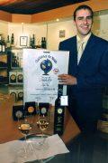 ZU OTS 034 - Der Winzer Julius Hafner prŠsentiert seinen prŠmierten Chardonnay.        APA-Photo: OTS/Franz Rupprecht